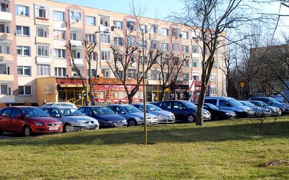 Bo się nie opłacało! Parkowanie przy Urzędzie Miejskim będzie bezpłatne.