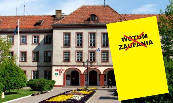 """""""Żółta kartka"""" – Burmistrz Pyrzyc bez wotum zaufania!"""